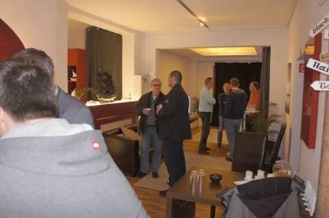cine4home und heimkinoraum k ln laden zum gro en beamer. Black Bedroom Furniture Sets. Home Design Ideas
